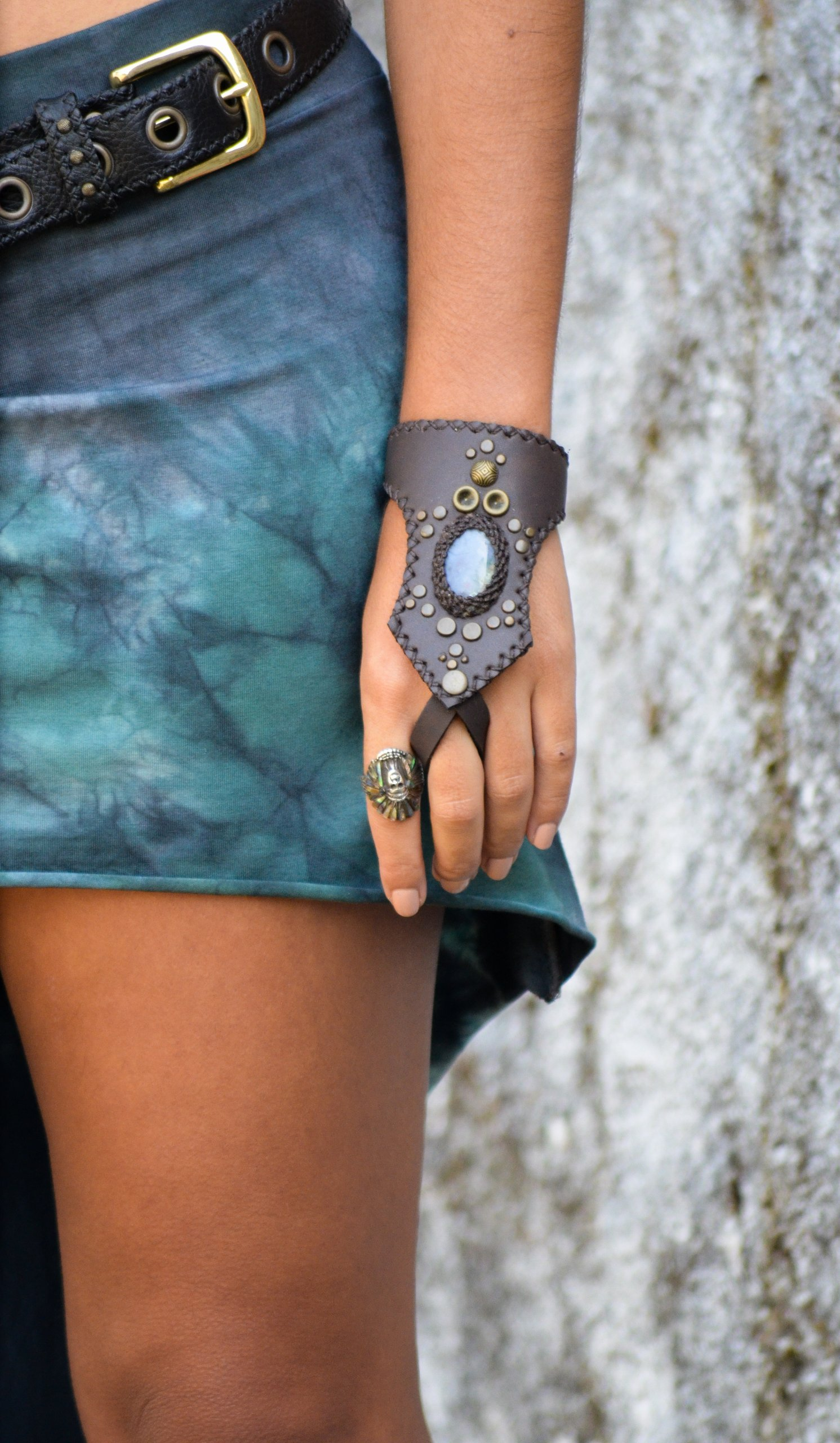 Vegan Hand Cuff with Labradorite by Siga Tribal